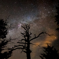 Night sky over sam's throne taken by Danny Henkel @dannyhenkel